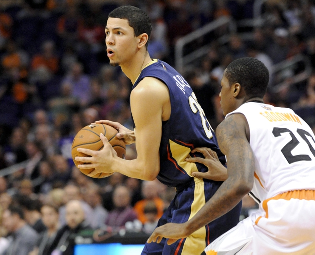 Nov 10, 2013; Phoenix, AZ, USA; New Orleans Pelicans shooting guard Austin Rivers (25) prepares to pass as he is guarded by Phoenix Suns shooting guard Archie Goodwin (20) during the fourth quarter at US Airways Center. The Suns beat the Pelicans 101-94. Mandatory Credit: Casey Sapio-USA TODAY Sports