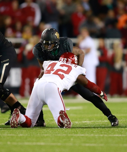Nov 7, 2013; Waco, TX, USA;  Baylor Bears running back Shock Linwood (32) breaks the tackle of Oklahoma Sooners linebacker Dominique Alexander (42) in the game at Floyd Casey Stadium. Baylor beat Oklahoma 41-12. Mandatory Credit: Tim Heitman-USA TODAY Sports
