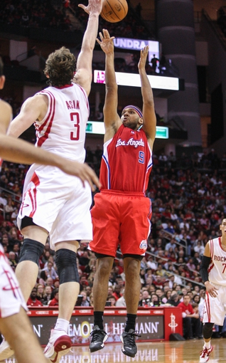 Nov 9, 2013; Houston, TX, USA; Los Angeles Clippers small forward Jared Dudley (9) shoots during the third quarter against the Houston Rockets at Toyota Center. Mandatory Credit: Troy Taormina-USA TODAY Sports