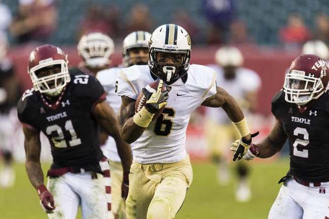 Nov 16, 2013; Philadelphia, PA, USA; UCF Knights wide receiver Rannell Hall (6) carries the ball late in the fourth quarter against the Temple Owls at Lincoln Financial Field. UCF defeated Temple 39-36. Mandatory Credit: Howard Smith-USA TODAY Sports