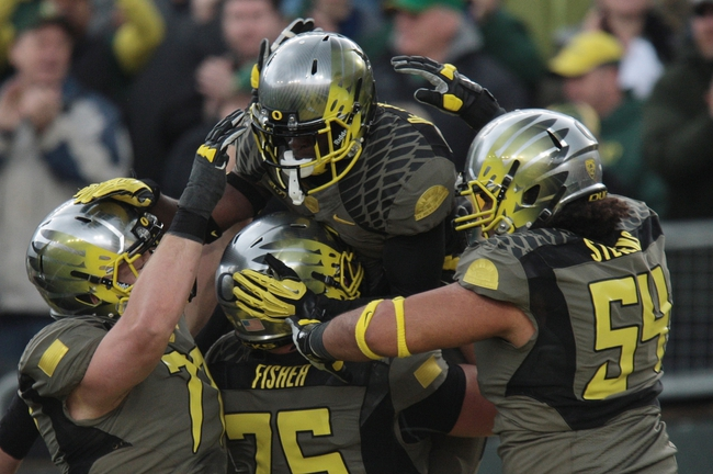 Nov 16, 2013; Eugene, OR, USA; Oregon Ducks running back De'Anthony Thomas (6) celebrates with teammates after scoring a touchdown in the first quarter against the Utah Utes at Autzen Stadium. Mandatory Credit: Scott Olmos-USA TODAY Sports