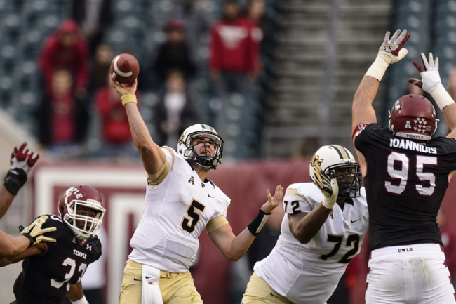 Nov 16, 2013; Philadelphia, PA, USA; UCF Knights quarterback Blake Bortles (5) passes the ball during the fourth quarter against the Temple Owls at Lincoln Financial Field. UCF defeated Temple 39-36. Mandatory Credit: Howard Smith-USA TODAY Sports
