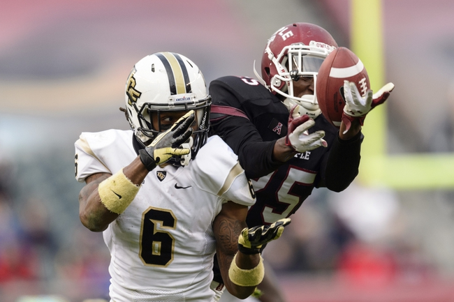 Nov 16, 2013; Philadelphia, PA, USA; Temple Owls defensive back Tavon Young (25) is called for pass interference as he breaks up a pass intended for UCF Knights wide receiver Rannell Hall (6) during the fourth quarter at Lincoln Financial Field. UCF defeated Temple 39-36. Mandatory Credit: Howard Smith-USA TODAY Sports
