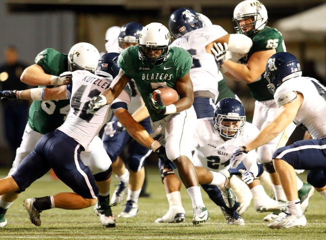 Nov 21, 2013; Birmingham, AL, USA;  UAB Blazers running back Jordan Howard (7) carries the ball against the Rice Owls at Legion Field. The Owls defeated the Blazers 37-34 in overtime. Mandatory Credit: Marvin Gentry-USA TODAY Sports