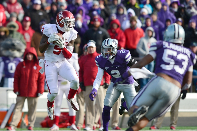 Nov 23, 2013; Manhattan, KS, USA; Oklahoma Sooners wide receiver Durron Neal (5) makes a catch while being defended by Kansas State Wildcats defensive back Carl Miles Jr. (2) during the second half at Bill Snyder Family Stadium. The Sooners won 41-31. Mandatory Credit: Jasen Vinlove-USA TODAY Sports