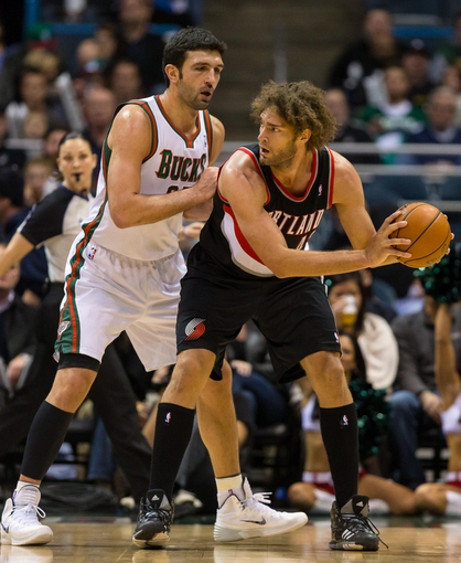 Nov 20, 2013; Milwaukee, WI, USA; Portland Trail Blazers center Robin Lopez (42) holds the ball away from Milwaukee Bucks center Zaza Pachulia (27) during the game at BMO Harris Bradley Center.  Portland won 91-82.  Mandatory Credit: Jeff Hanisch-USA TODAY Sports