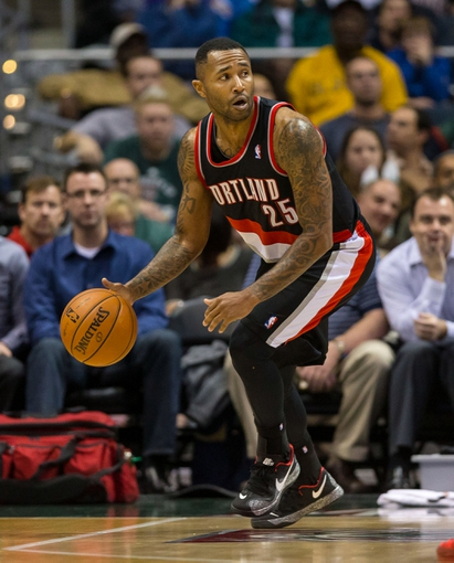 Nov 20, 2013; Milwaukee, WI, USA; Portland Trail Blazers guard Mo Williams (25) during the game against the Milwaukee Bucks at BMO Harris Bradley Center.  Portland won 91-82.  Mandatory Credit: Jeff Hanisch-USA TODAY Sports