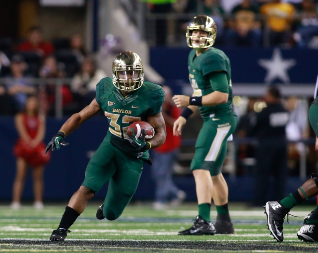 Nov 16, 2013; Arlington, TX, USA; Baylor Bears running back Shock Linwood (32) runs with the ball during the game against the Texas Tech Red Raiders at AT&T Stadium. Baylor beat Texas Tech 63-34. Mandatory Credit: Tim Heitman-USA TODAY Sports