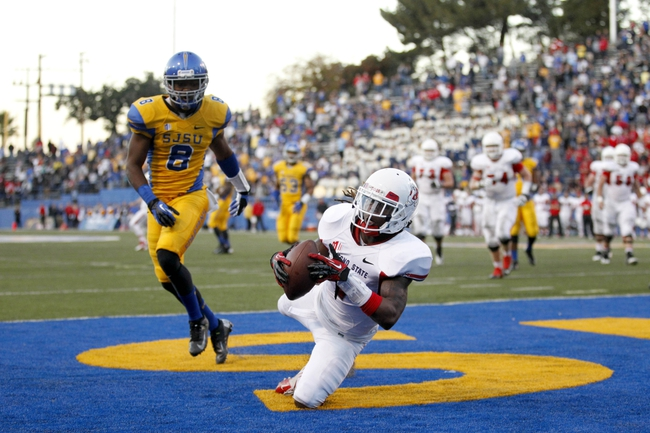 Nov 29, 2013; San Jose, CA, USA; Fresno State Bulldogs wide receiver Isaiah Burse (1) catches a two point conversion in front of San Jose State Spartans cornerback Jimmy Pruitt (8) in the fourth quarter at Spartan Stadium. The Spartans defeated the Bulldogs 62-52. Mandatory Credit: Cary Edmondson-USA TODAY Sports