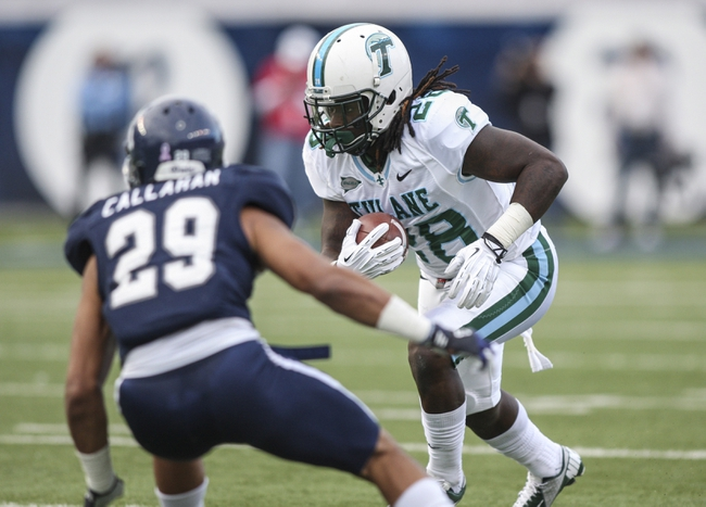 Nov 30, 2013; Houston, TX, USA; Tulane Green Wave running back Rob Kelley (28) makes a reception during the third quarter against the Rice Owls at Rice Stadium. Mandatory Credit: Troy Taormina-USA TODAY Sports