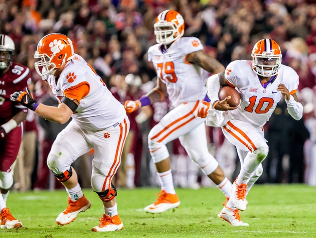 Nov 30, 2013; Columbia, SC, USA; Clemson Tigers quarterback Tajh Boyd (10) rushes with the ball against the South Carolina Gamecocks in the second quarter at Williams-Brice Stadium. Mandatory Credit: Jeff Blake-USA TODAY Sports