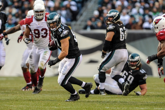 Dec 1, 2013; Philadelphia, PA, USA;  Philadelphia Eagles tight end Brent Celek (87) carries the ball during the fourth quarter of the game against the Arizona Cardinals at Lincoln Financial Field. The Philadelphia Eagles won the game 24-21.  Mandatory Credit: John Geliebter-USA TODAY Sports