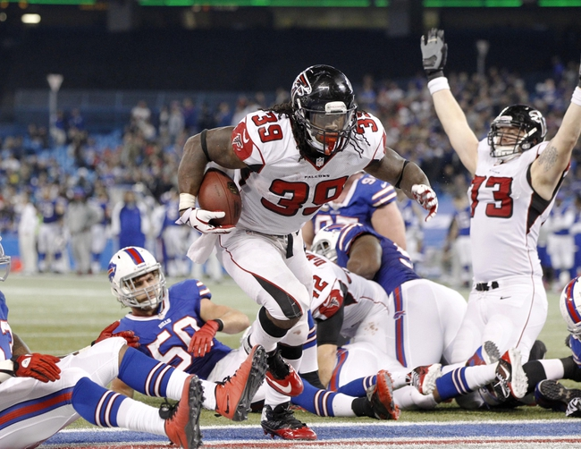 Dec 1, 2013; Toronto, ON, Canada; Atlanta Falcons running back Steven Jackson (39) runs for a touchdown against the Buffalo Bills during the second half at the Rogers Center. Falcons beat the Bills 34-31. Mandatory Credit: Kevin Hoffman-USA TODAY Sports