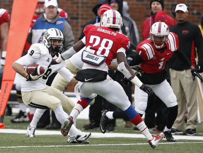 Dec 7, 2013; Dallas, TX, USA; UCF Knights wide receiver J.J. Worton (9) runs against Southern Methodist Mustangs defensive back Shakiel Randolph (28) and defensive back Chris Parks (1) during the first half of an NCAA football game at Gerald J. Ford Stadium. Mandatory Credit: Jim Cowsert-USA TODAY Sports
