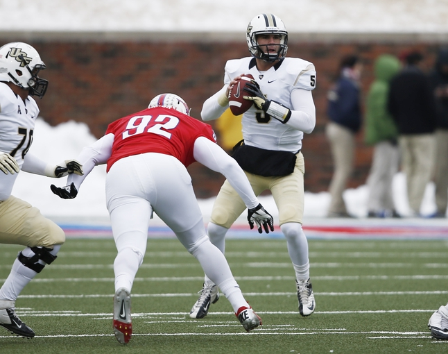 Dec 7, 2013; Dallas, TX, USA; UCF Knights quarterback Blake Bortles (5) sets to pass against Southern Methodist Mustangs defensive end Zelt Minor (92) during the first half of an NCAA football game at Gerald J. Ford Stadium. Mandatory Credit: Jim Cowsert-USA TODAY Sports
