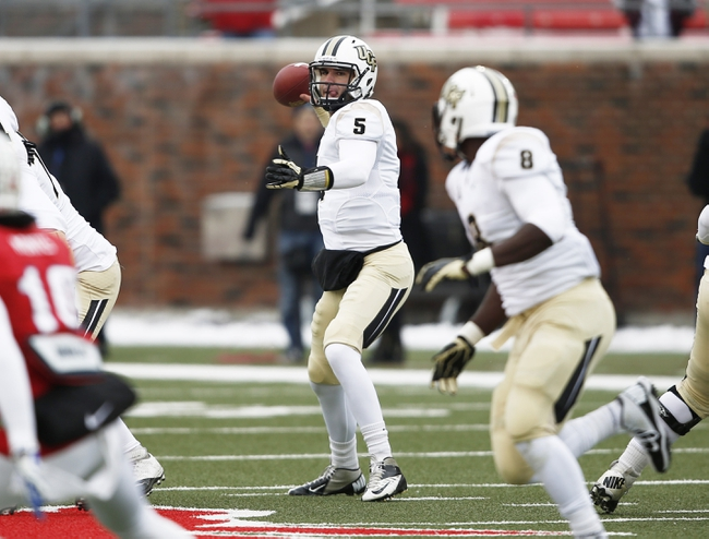 Dec 7, 2013; Dallas, TX, USA; UCF Knights quarterback Blake Bortles (5) sets to pass against the Southern Methodist Mustangs during the first half of an NCAA football game at Gerald J. Ford Stadium. Mandatory Credit: Jim Cowsert-USA TODAY Sports