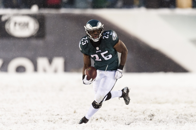 Dec 8, 2013; Philadelphia, PA, USA; Philadelphia Eagles running back LeSean McCoy (25) carries the ball during the fourth quarter against the Detroit Lions at Lincoln Financial Field. The Eagles defeated the Lions 34-20. Mandatory Credit: Howard Smith-USA TODAY Sports