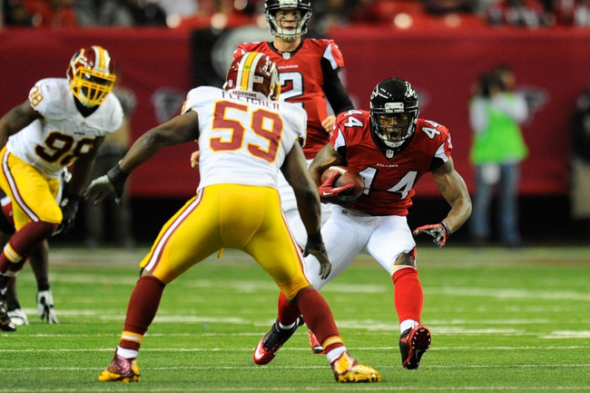 Dec 15, 2013; Atlanta, GA, USA; Washington Redskins linebacker London Fletcher (59) moves in to tackle Atlanta Falcons running back Jason Snelling (44) during the second half at the Georgia Dome. The Falcons defeated the Redskins 27-26. Mandatory Credit: Dale Zanine-USA TODAY Sports