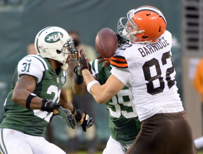 Dec 22, 2013; East Rutherford, NJ, USA; Cleveland Browns tight end Gary Barnidge (82) cannot catch a pass while defended by New York Jets cornerback Antonio Cromartie (31) and free safety Antonio Allen (39) during the game at MetLife Stadium. Mandatory Credit: Robert Deutsch-USA TODAY Sports