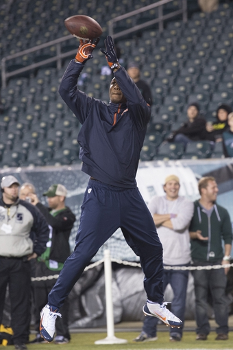 Dec 22, 2013; Philadelphia, PA, USA; Chicago Bears wide receiver Brandon Marshall (15) catches a pass from  quarterback Jay Cutler (6) (not pictured)  during pre game at Lincoln Financial Field. Mandatory Credit: Tommy Gilligan-USA TODAY Sports