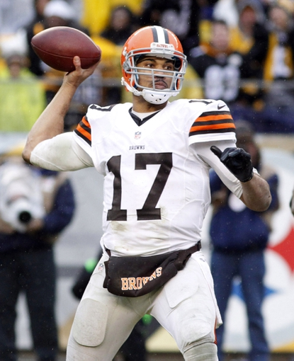 Dec 29, 2013; Pittsburgh, PA, USA; Cleveland Browns quarterback Jason Campbell (17) passes the ball against the Pittsburgh Steelers during the fourth quarter at Heinz Field. The Pittsburgh Steelers won 20-7. Mandatory Credit: Charles LeClaire-USA TODAY Sports