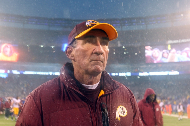 Dec 29, 2013; East Rutherford, NJ, USA; Washington Redskins head coach Mike Shanahan walks off the field after a game against the New York Giants at MetLife Stadium. The Giants defeated the Redskins 20-6. Mandatory Credit: Brad Penner-USA TODAY Sports