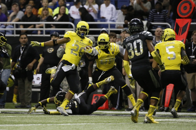 Jan 4, 2014; San Antonio, TX, USA; West running back Joe Mixon (28) runs with the ball during U.S. Army All-American Bowl high school football game at the Alamodome. Mandatory Credit: Soobum Im-USA TODAY Sports