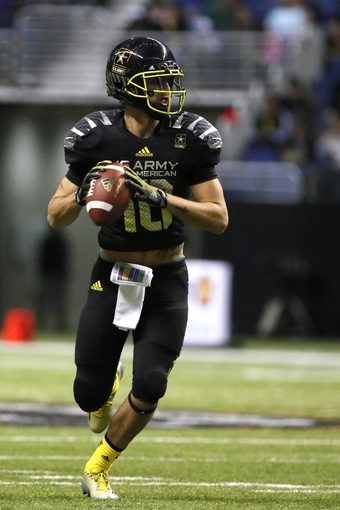 Jan 4, 2014; San Antonio, TX, USA; East quarterback Jacob Park (10) looks to pass during U.S. Army All-American Bowl high school football game at the Alamodome. Mandatory Credit: Soobum Im-USA TODAY Sports