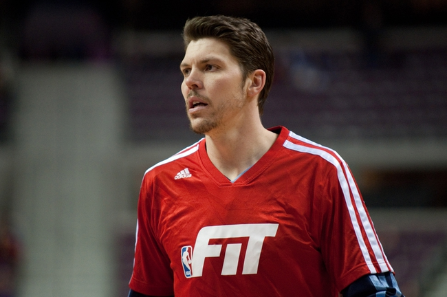 Jan 5, 2014; Auburn Hills, MI, USA; Memphis Grizzlies small forward Mike Miller warms up prior to the game against the Detroit Pistons at The Palace of Auburn Hills. Mandatory Credit: Tim Fuller-USA TODAY Sports