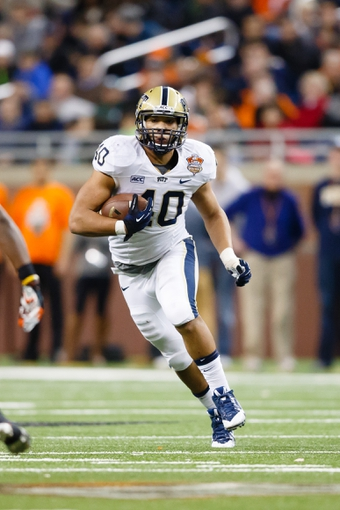 Dec 26, 2013; Detroit, MI, USA; Pittsburgh Panthers running back James Conner (40) runs the ball against the Bowling Green Falcons during the Little Caesars Pizza Bowl at Ford Field. Mandatory Credit: Rick Osentoski-USA TODAY Sports