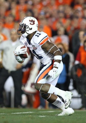 Jan 6, 2014; Pasadena, CA, USA; Auburn Tigers cornerback Chris Davis (11) carries the ball against the Florida State Seminoles during the first half of the 2014 BCS National Championship game at the Rose Bowl. Mandatory Credit: Matthew Emmons-USA TODAY Sports