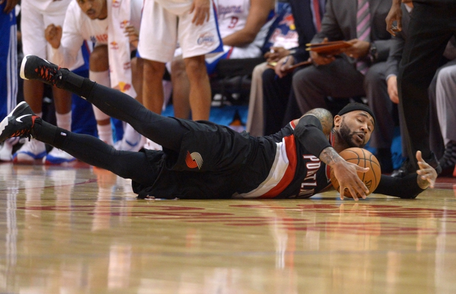 Feb 12, 2014; Los Angeles, CA, USA; Portland Trail Blazers guard Mo Williams (25) dives for the ball against the Los Angeles Clippers at Staples Center. The Clippers defeated the Trail Blazers 122-117. Mandatory Credit: Kirby Lee-USA TODAY Sports