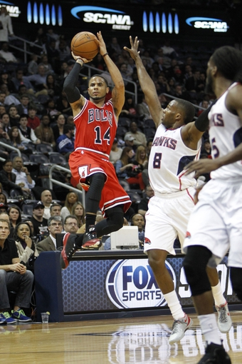 Feb 25, 2014; Atlanta, GA, USA; Chicago Bulls point guard D.J. Augustin (14) shoots the ball against the Atlanta Hawks in the first quarter at Philips Arena. Mandatory Credit: Brett Davis-USA TODAY Sports