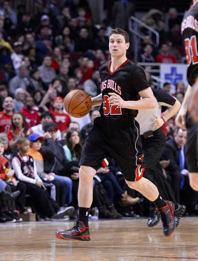 Mar 2, 2014; Chicago, IL, USA; Chicago Bulls point guard Jimmer Fredette (32) dribbles the ball against the New York Knicks during the second half at the United Center. Chicago defeats New York 109-90. Mandatory Credit: Mike DiNovo-USA TODAY Sports