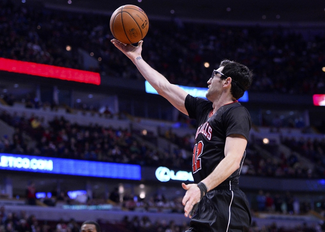 Mar 2, 2014; Chicago, IL, USA; Chicago Bulls shooting guard Kirk Hinrich (12) shoots the ball against the New York Knicks during the second half at the United Center. Chicago defeats New York 109-90. Mandatory Credit: Mike DiNovo-USA TODAY Sports