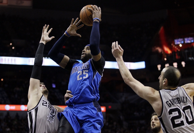 Mar 2, 2014; San Antonio, TX, USA; Dallas Mavericks guard Vince Carter (25) drives to the basket as San Antonio Spurs forward Tiago Splitter (22) defends during the second half at AT&T Center. Mandatory Credit: Soobum Im-USA TODAY Sports