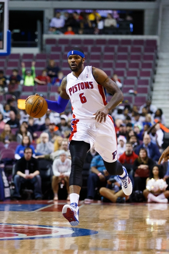 Jan 28, 2014; Auburn Hills, MI, USA; Detroit Pistons small forward Josh Smith (6) moves the ball against the Orlando Magic at The Palace of Auburn Hills. Mandatory Credit: Rick Osentoski-USA TODAY Sports