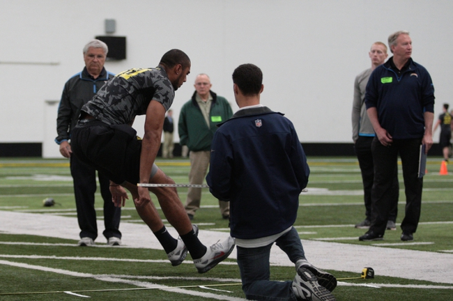 Mar 13, 2014; Eugene, OR, USA; Oregon Ducks cornerback Avery Patterson works out in front of NFL scouts at Moshofsky Center. Mandatory Credit: Scott Olmos-USA TODAY Sports