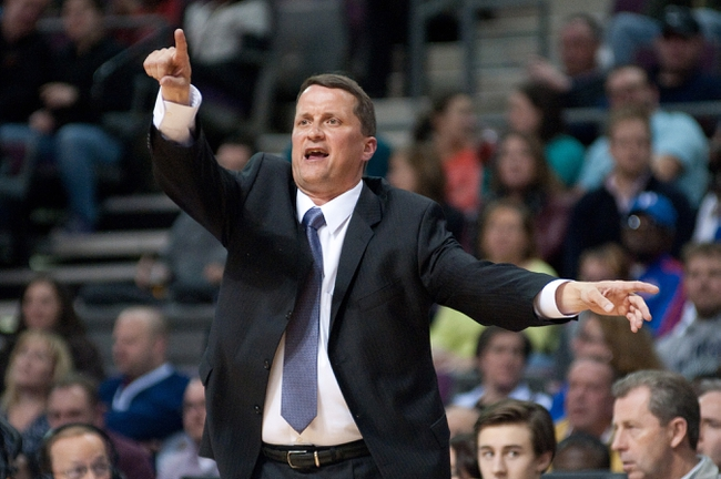 Mar 26, 2014; Auburn Hills, MI, USA; Detroit Pistons head coach John Loyer during the during the second quarter against the Cleveland Cavaliers at The Palace of Auburn Hills. Mandatory Credit: Tim Fuller-USA TODAY Sports