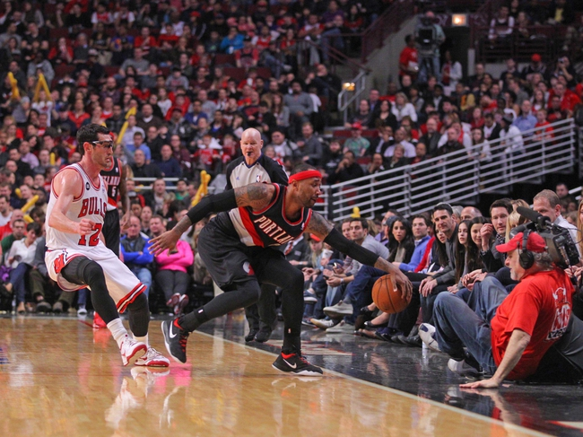 Mar 28, 2014; Chicago, IL, USA; Portland Trail Blazers guard Mo Williams (25) saves an out of bounds with Chicago Bulls guard Kirk Hinrich (12) pursuing during the second half at the United Center. Portland won 91-74. Mandatory Credit: Dennis Wierzbicki-USA TODAY Sports