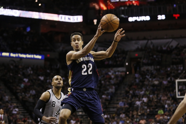 Mar 29, 2014; San Antonio, TX, USA; New Orleans Pelicans guard Brian Roberts (22) passes the ball against the San Antonio Spurs during the first half at AT&T Center. Mandatory Credit: Soobum Im-USA TODAY Sports