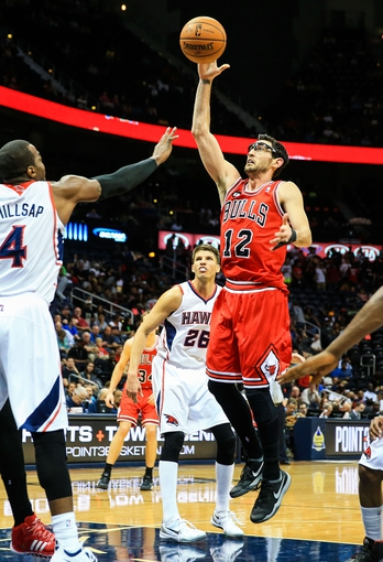 Apr 2, 2014; Atlanta, GA, USA; Chicago Bulls guard Kirk Hinrich (12) shoots a basket in the first half against the Atlanta Hawks at Philips Arena. Mandatory Credit: Daniel Shirey-USA TODAY Sports