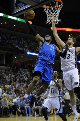 Apr 16, 2014; Memphis, TN, USA; Dallas Mavericks guard Vince Carter (25) dunks the ball against Memphis Grizzlies center Marc Gasol (33) during the game at FedExForum. Memphis Grizzlies beat the Dallas Mavericks in overtime 106 - 105. Mandatory Credit: Justin Ford-USA TODAY Sports