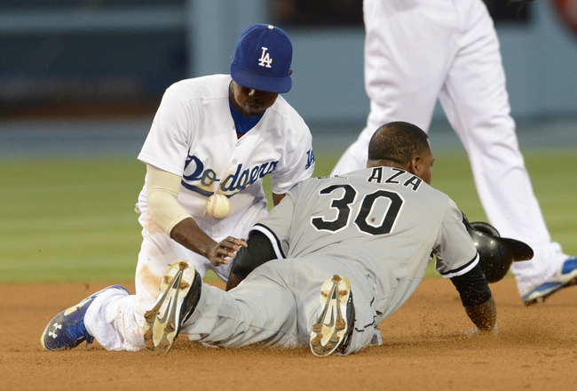 Jun 4, 2014; Los Angeles, CA, USA; Los Angeles Dodgers second baseman Dee Gordon (9) drops the ball as Chicago White Sox left fielder Alejandro De Aza (30) is safe on a steal fourth inning of the game at Dodger Stadium. Mandatory Credit: Jayne Kamin-Oncea-USA TODAY Sports
