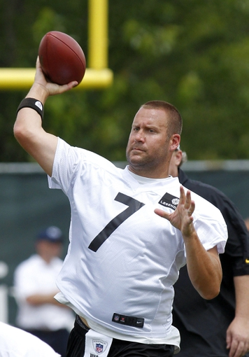 Jun 17, 2014; Pittsburgh, PA, USA; Pittsburgh Steelers quarterback Ben Roethlisberger (7) participates in drills during minicamp at the UPMC Sports Performance Complex. Mandatory Credit: Charles LeClaire-USA TODAY Sports