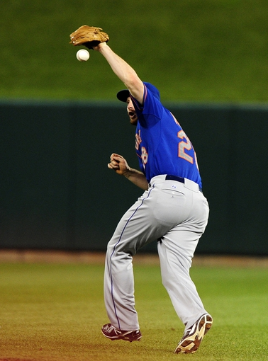 Jun 17, 2014; St. Louis, MO, USA; New York Mets second baseman Daniel Murphy (28) drops a fly ball hit by St. Louis Cardinals third baseman Daniel Descalso (not pictured) during the sixth inning at Busch Stadium. Mandatory Credit: Jeff Curry-USA TODAY Sports