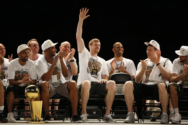 Jun 18, 2014; San Antonio, TX, USA; San Antonio Spurs forward Matt Bonner (middle) waves to the crowd during NBA championship celebrations at Alamodome. Mandatory Credit: Soobum Im-USA TODAY Sports
