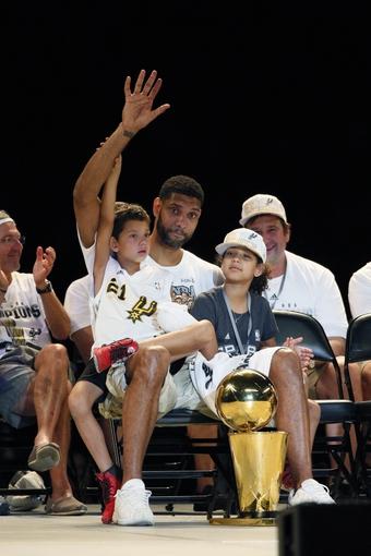 Jun 18, 2014; San Antonio, TX, USA; San Antonio Spurs forward Tim Duncan (21) waves to the crowd during NBA championship celebrations at Alamodome. Mandatory Credit: Soobum Im-USA TODAY Sports