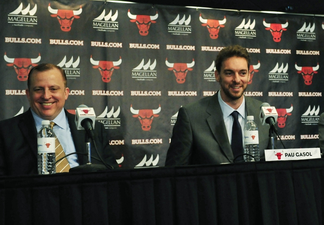 Jul 18, 2014; Chicago, IL, USA; Chicago Bulls head coach Tom Thibodeau (left) with newly signed center Pau Gasol  during a press conference at the United Center. Mandatory Credit: David Banks-USA TODAY Sports