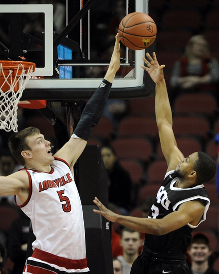 Louisville Cardinals vs. Eastern Michigan Eagles - 12/12/15 College Basketball Pick, Odds, and Prediction
